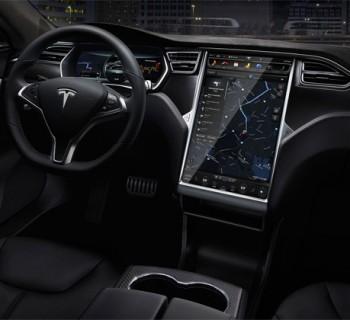 intérieur tesla voiture autonome